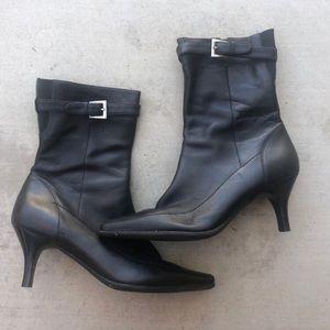 Rockport size 8 black leather heeled boots
